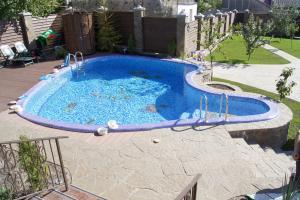 Бетонный бассейн на даче