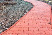 Резиновое покрытие и резиновая плитка для дорожек в саду