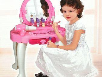 Туалетный столик с зеркалом для девочки