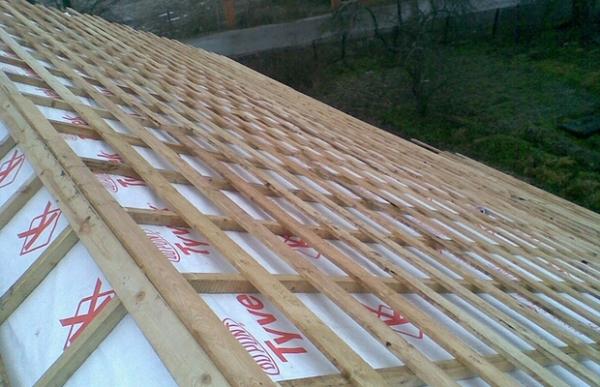 Как построить теплый деревянный сарай своими руками из бруса и досок?